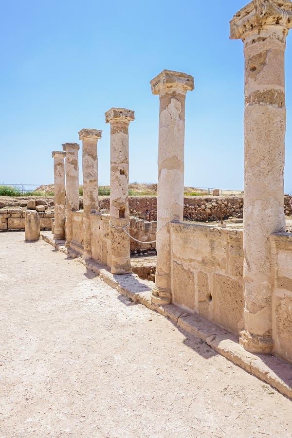 Καταστροφές του ναού αρχαίου Έλληνα, Saranda Kolones Αρχαιολογικό πάρκο στη Kato Πάφος, Κύπρος στοκ φωτογραφία