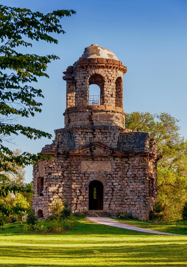 Καταστροφές του ναού του υδραργύρου στοκ εικόνα με δικαίωμα ελεύθερης χρήσης
