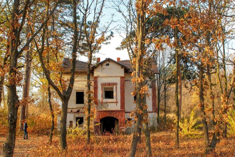 Καταστροφές του παλαιού σπιτιού ανιχνεύσεων, Sumarice, Kragujevac Σερβία στοκ φωτογραφίες με δικαίωμα ελεύθερης χρήσης