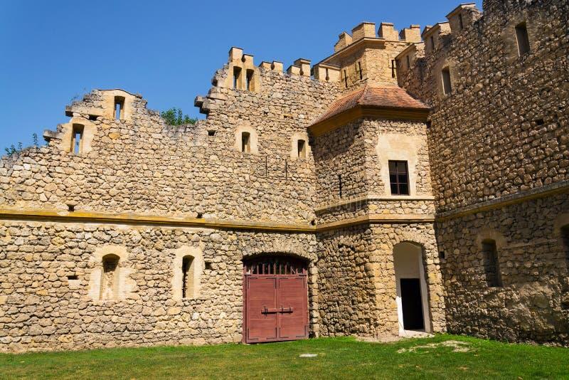Καταστροφές Johns Castle, Lednice, lednice-Valtice, Μοραβία, Δημοκρατία της Τσεχίας στοκ φωτογραφίες