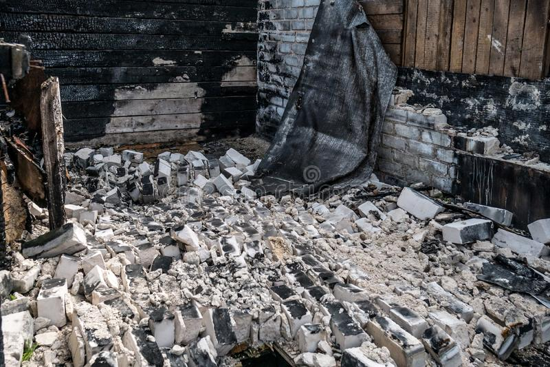 Καταστροφή μετά από μια πυρκαγιά στο σπίτι στοκ φωτογραφία με δικαίωμα ελεύθερης χρήσης