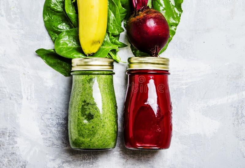 Καταφερτζήδες Detox από τα ακατέργαστα λαχανικά και τα φρούτα, υπόβαθρο τροφίμων, στοκ φωτογραφία με δικαίωμα ελεύθερης χρήσης