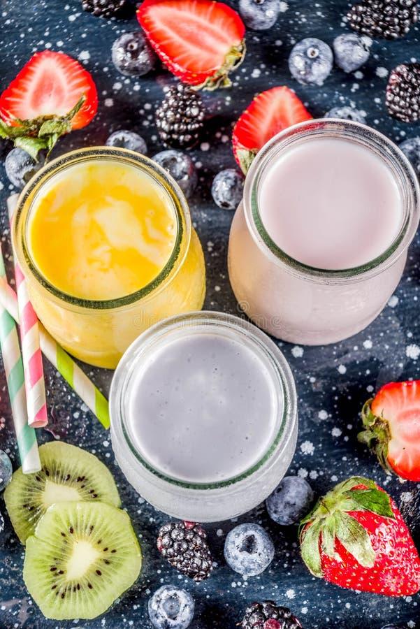Καταφερτζής θερινών φρούτων και μούρων στοκ φωτογραφίες με δικαίωμα ελεύθερης χρήσης