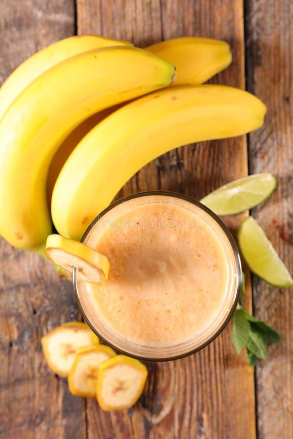 Καταφερτζής μπανανών ή milkshake στοκ φωτογραφία με δικαίωμα ελεύθερης χρήσης