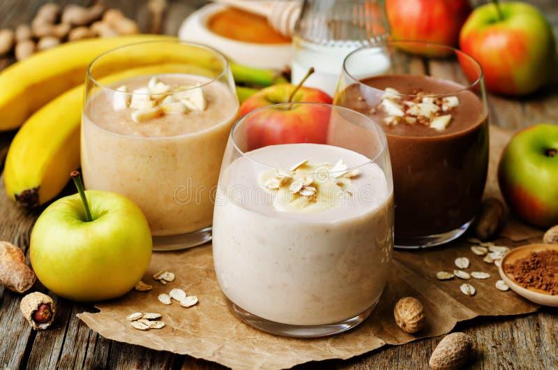 Καταφερτζής φυστικοβουτύρου καταλόγων με τη σοκολάτα, τα μήλα, την μπανάνα και το ο στοκ εικόνες