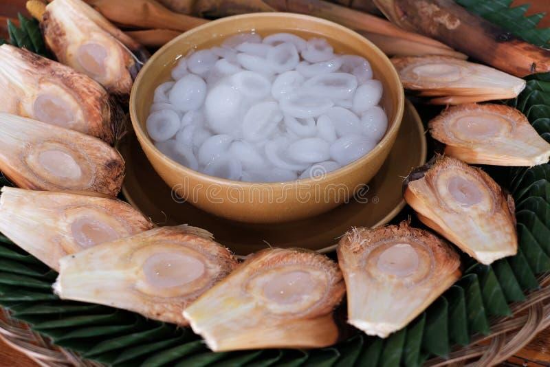 Κατεψυγμένος φρέσκος φοίνικας της Tan στο γλυκό σιρόπι και το ταϊλανδικό επιδόρπιο τροφίμων, μαλακά φρούτα για να βράσει το σιρόπ στοκ εικόνες
