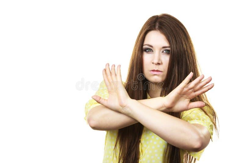 Κατηγορηματική γυναίκα που παρουσιάζει χειρονομία στάσεων στοκ φωτογραφίες