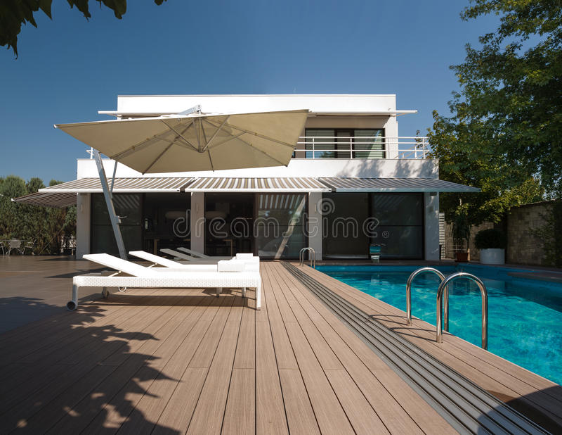 Κατοικία με την πισίνα στοκ εικόνες με δικαίωμα ελεύθερης χρήσης