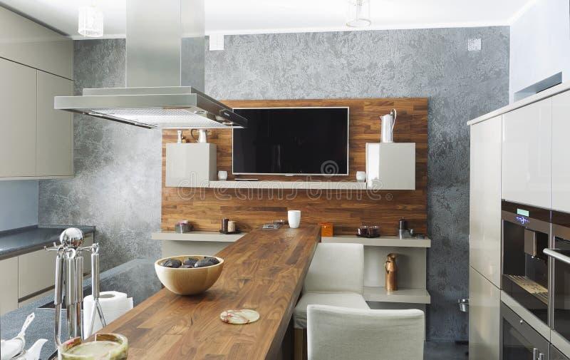 Κατοικημένο εσωτερικό της σύγχρονης κουζίνας στοκ φωτογραφία