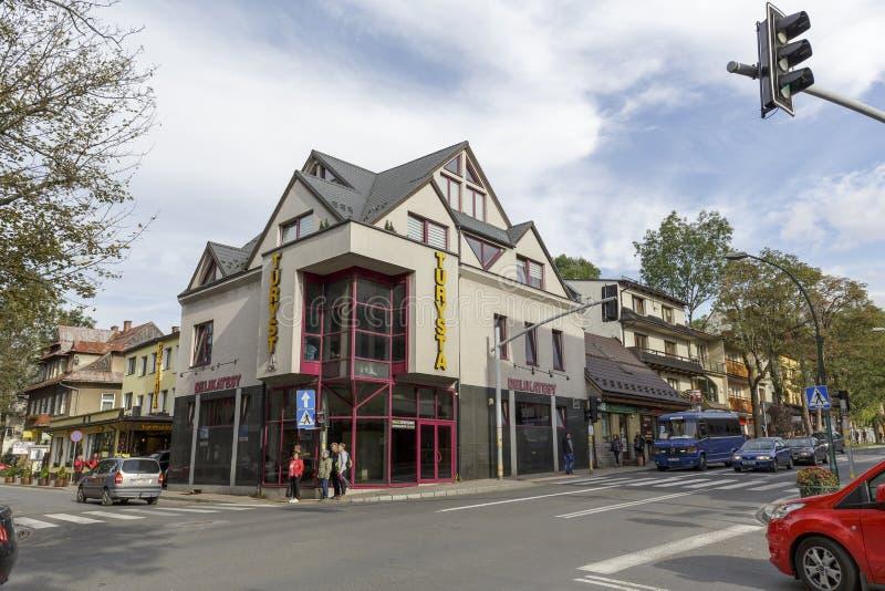 Κατοικημένο κτήριο με το storefront στοκ εικόνα με δικαίωμα ελεύθερης χρήσης