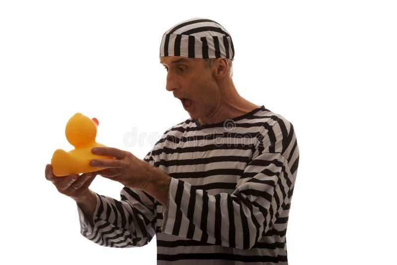 Καυκάσιος εγκληματίας φυλακισμένων ατόμων με τη λαστιχένια πάπια στοκ φωτογραφία