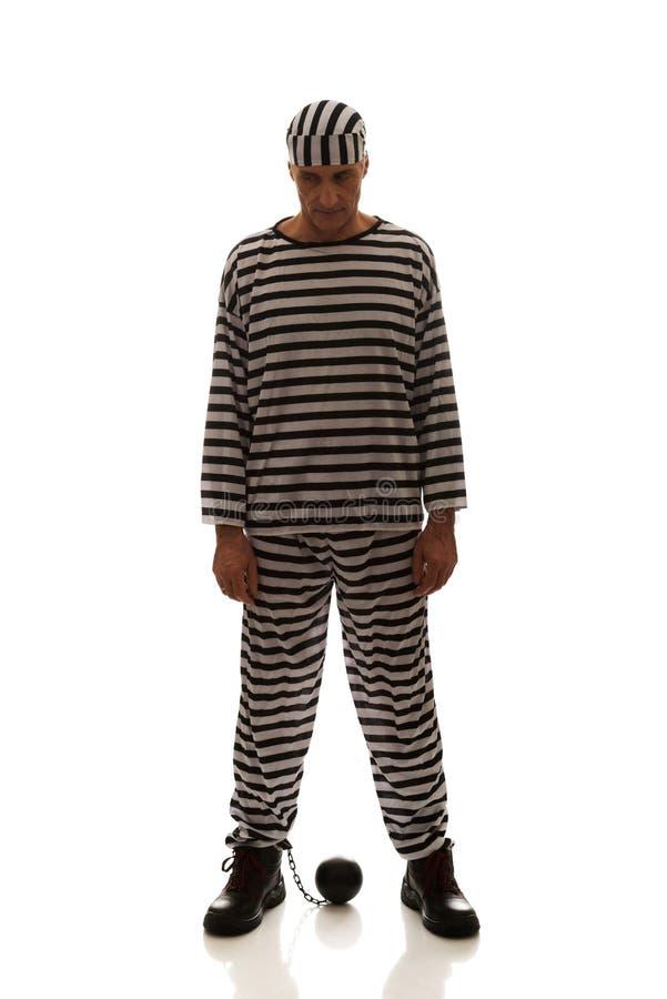 Καυκάσιος εγκληματίας φυλακισμένων ατόμων με τη σφαίρα αλυσίδων στοκ φωτογραφία με δικαίωμα ελεύθερης χρήσης