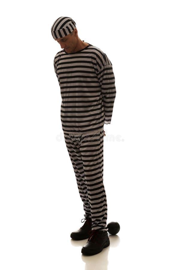 Καυκάσιος εγκληματίας φυλακισμένων ατόμων με τη σφαίρα αλυσίδων στοκ φωτογραφία