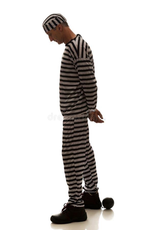 Καυκάσιος εγκληματίας φυλακισμένων ατόμων με τη σφαίρα αλυσίδων στοκ εικόνες