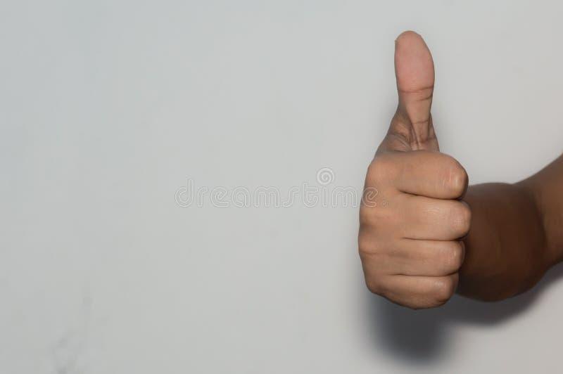 Καυκάσιος εταιρικός υπάλληλος γυναικών επιχειρησιακών ανδρών που παρουσιάζει πλήγματα, άσπρο υπόβαθρο στοκ εικόνες με δικαίωμα ελεύθερης χρήσης