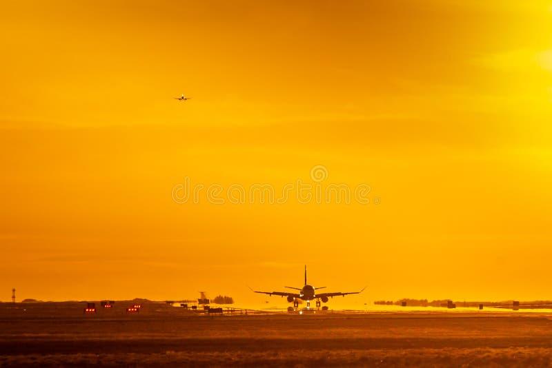 Καυτές αποβάσεις ηλιοβασιλέματος στοκ εικόνα