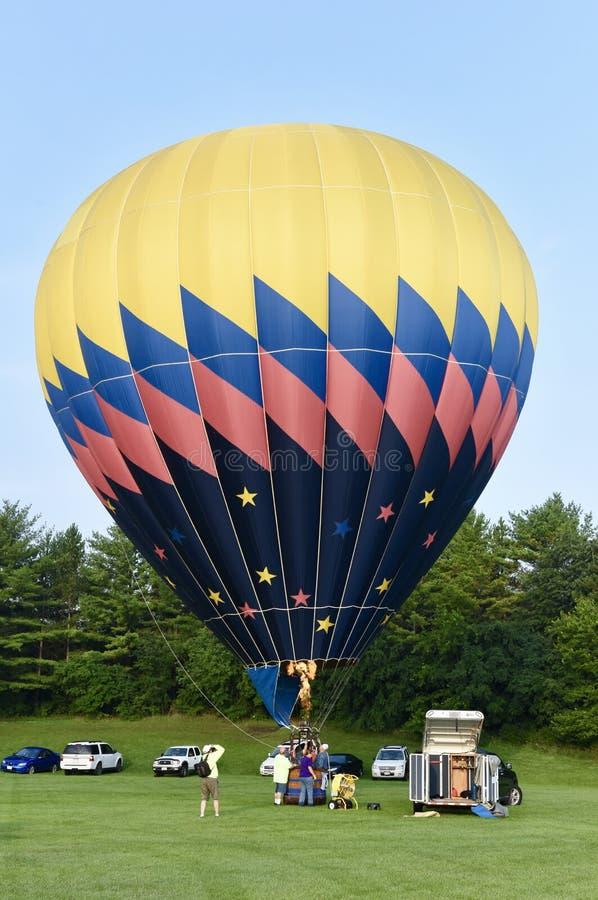 καυτή διόγκωση μπαλονιών αέρα στοκ εικόνα με δικαίωμα ελεύθερης χρήσης
