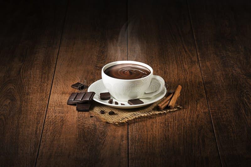 καυτή σοκολάτα με τον καπνό στοκ εικόνες