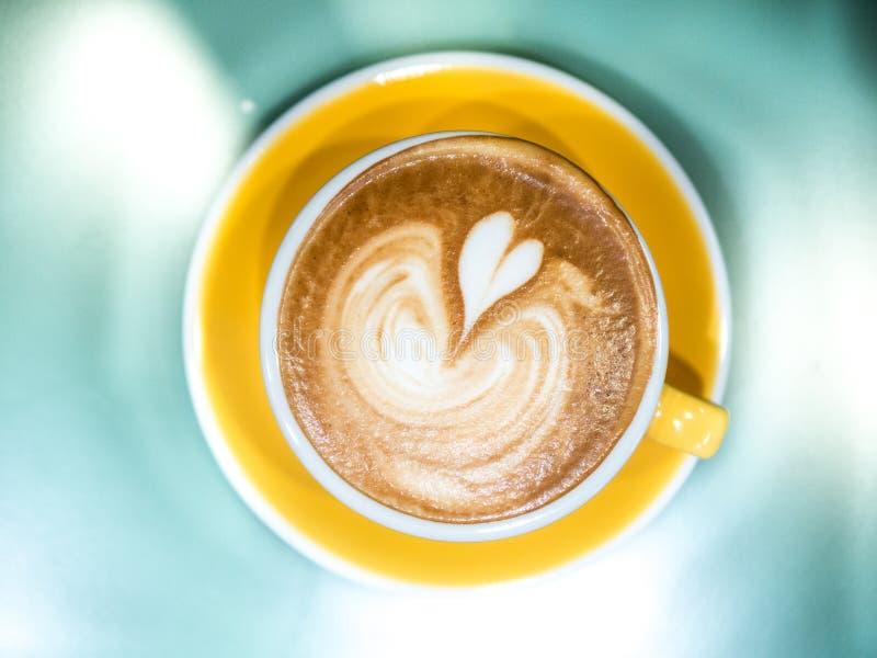 Καυτή τέχνη φλυτζανιών καφέ τοπ άποψης latte στοκ φωτογραφία με δικαίωμα ελεύθερης χρήσης