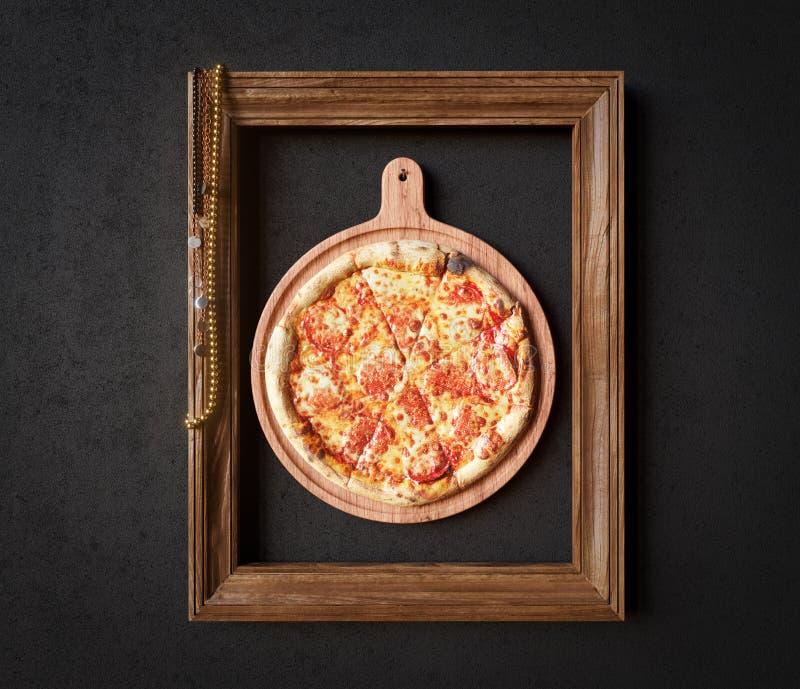 Καυτή φέτα πιτσών με το λειώνοντας τυρί με τη φωτογραφία έννοιας πλαισίων κοντά επάνω στοκ εικόνα με δικαίωμα ελεύθερης χρήσης