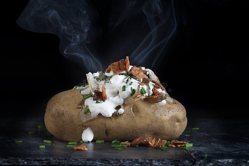 Καυτή ψημένη πατάτα στοκ φωτογραφία