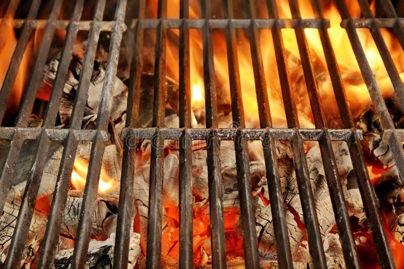Καυτή BBQ σχάρα και καμμένος άνθρακες στοκ φωτογραφίες με δικαίωμα ελεύθερης χρήσης