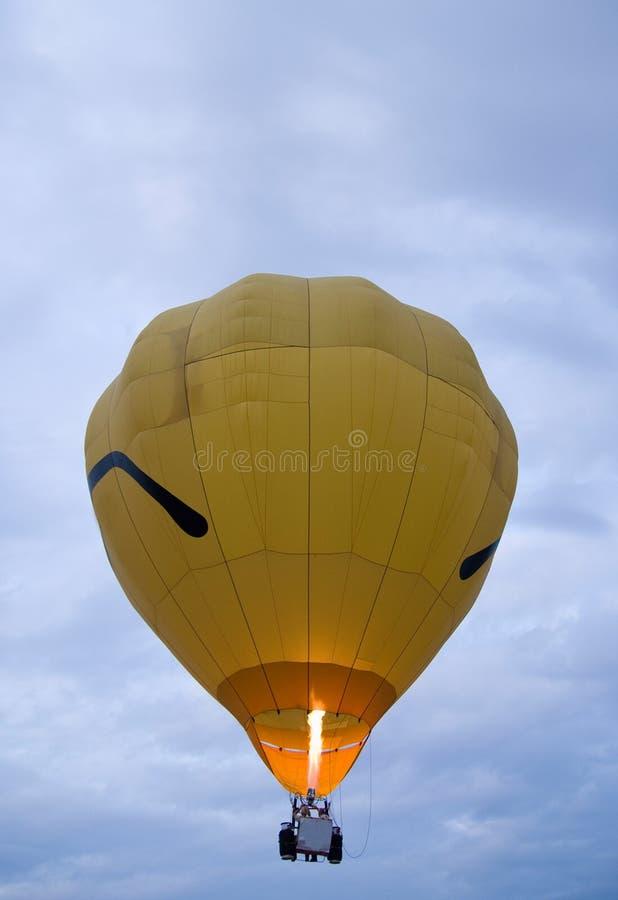 καυτός κίτρινος μπαλονιώ&nu στοκ εικόνες με δικαίωμα ελεύθερης χρήσης