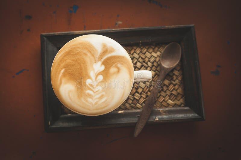 Καυτός καφές στη καφετερία, εκλεκτής ποιότητας φίλτρο χρώματος στοκ φωτογραφίες