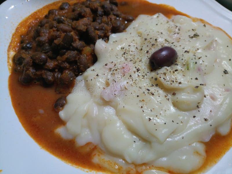 Καυτός μαγειρευμένος πουρές πατατών Hick με τα φασόλια νεφρών στοκ εικόνα