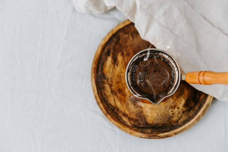 Καυτός μαύρος τουρκικός καφές στοκ φωτογραφία