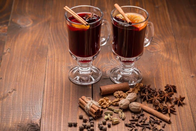 Καυτό θερμαμένο κρασί Χριστουγέννων στοκ εικόνα με δικαίωμα ελεύθερης χρήσης