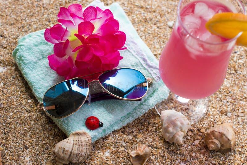 Καυτό καλοκαίρι και αμμώδης παραλία στοκ φωτογραφίες με δικαίωμα ελεύθερης χρήσης
