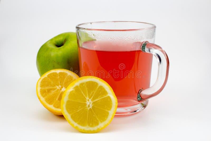Καυτό τσάι φρούτων με τις φέτες και το μήλο λεμονιών στοκ φωτογραφία