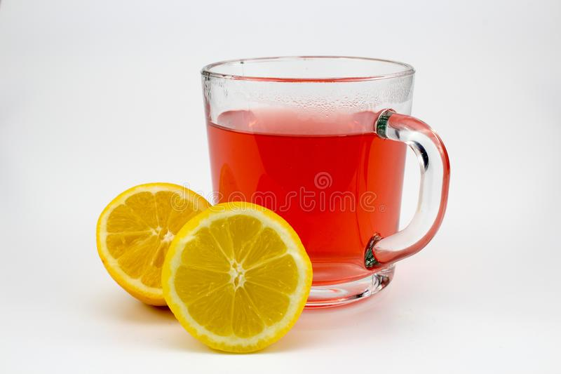 Καυτό τσάι φρούτων με τις φέτες λεμονιών στοκ φωτογραφία