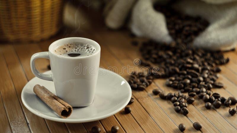 Καυτό φλυτζάνι καφέ στοκ φωτογραφία