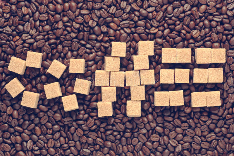 Download Καφές λέξης που γράφεται από τη ζάχαρη καλάμων πέρα από το διεσπαρμένο τρύγο φασολιών καφέ που φιλτράρεται Στοκ Εικόνες - εικόνα από εικόνα, επιστολές: 62720484