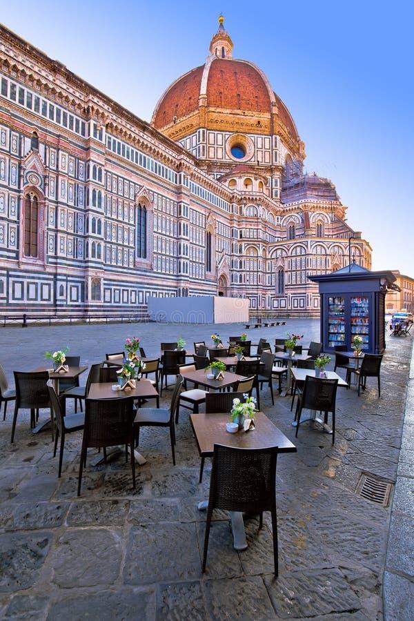 Καφές κάτω από Duomo στο τετράγωνο στη Φλωρεντία στοκ φωτογραφίες με δικαίωμα ελεύθερης χρήσης