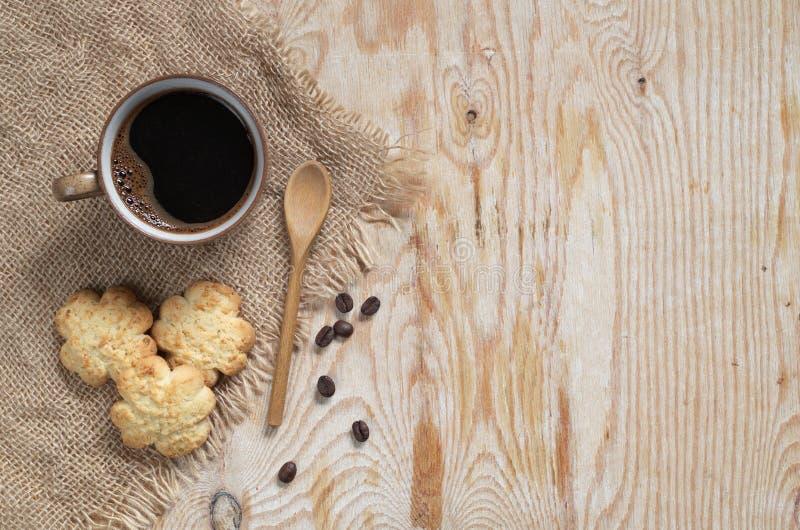 Καφές και νόστιμα μπισκότα με την καρύδα στοκ εικόνες