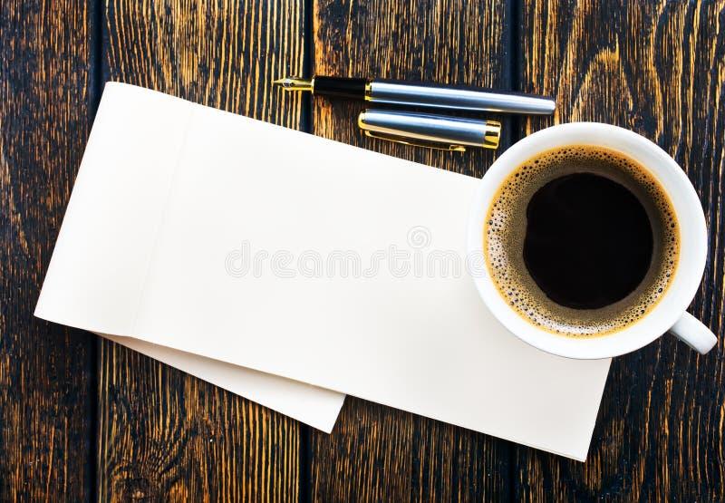 Καφές και σημείωση στοκ εικόνες