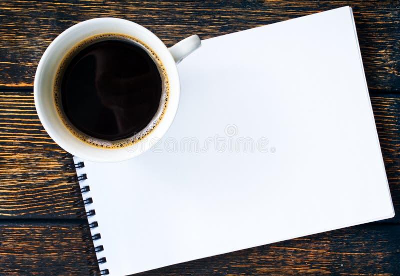 Καφές και σημείωση στοκ εικόνα με δικαίωμα ελεύθερης χρήσης
