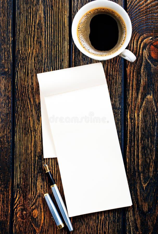 Καφές και σημείωση στοκ φωτογραφίες