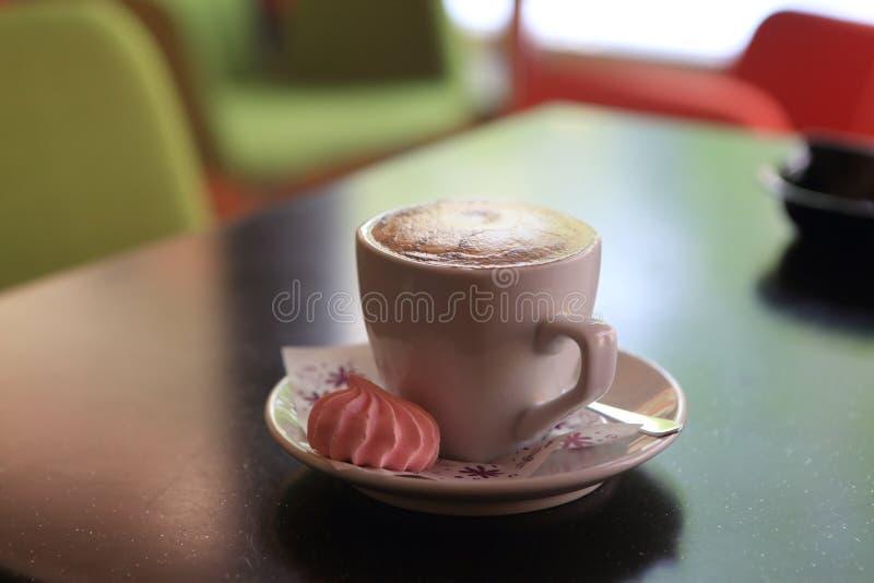 Καφές με τη μαρέγκα στοκ φωτογραφία με δικαίωμα ελεύθερης χρήσης
