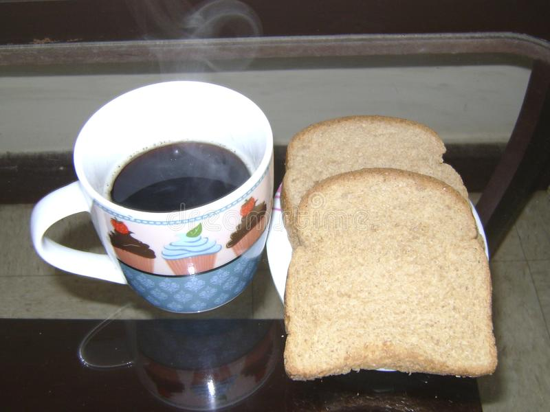 Καφές με το ψωμί, το καθημερινό ψωμί μας από Βραζιλιάνους στοκ εικόνες