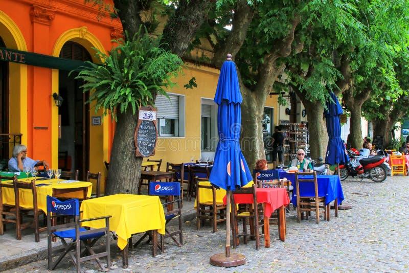 Καφές οδών σε Colonia del Σακραμέντο, Ουρουγουάη στοκ εικόνες