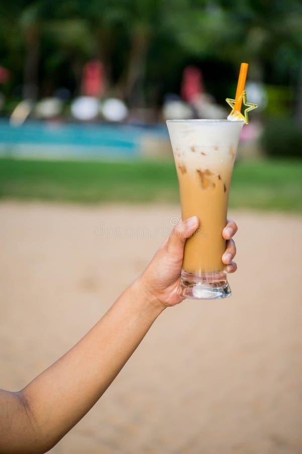 Καφές πάγου σε διαθεσιμότητα στον ωκεανό στοκ φωτογραφία