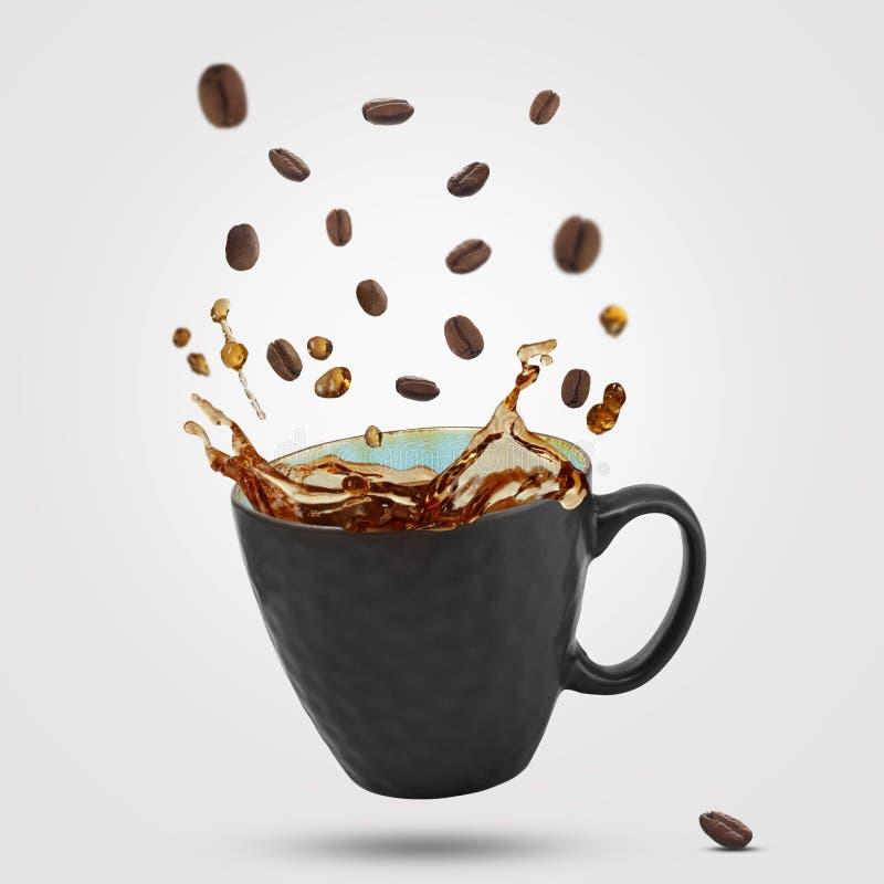 Καφές που ανατρέπεται από το φλυτζάνι ελεύθερη απεικόνιση δικαιώματος