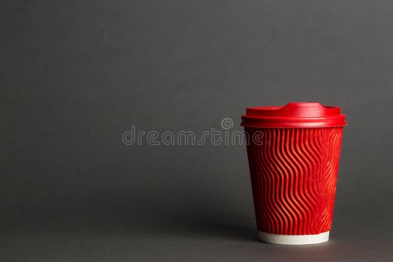 Καφές σε ένα κόκκινο φλυτζάνι στοκ εικόνες με δικαίωμα ελεύθερης χρήσης