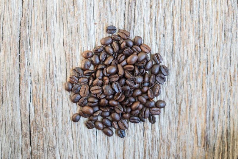 Καφές στο ξύλινο υπόβαθρο grunge στοκ εικόνα με δικαίωμα ελεύθερης χρήσης