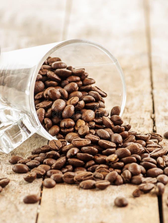 Καφές στο ξύλινο υπόβαθρο grunge στοκ εικόνες