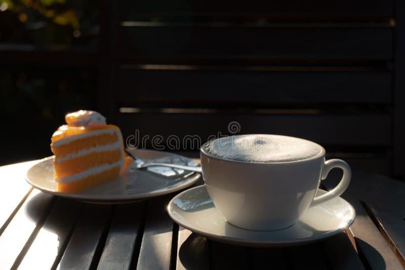 Καφές του φλυτζανιού στο χρόνο πρωινού στοκ φωτογραφία με δικαίωμα ελεύθερης χρήσης